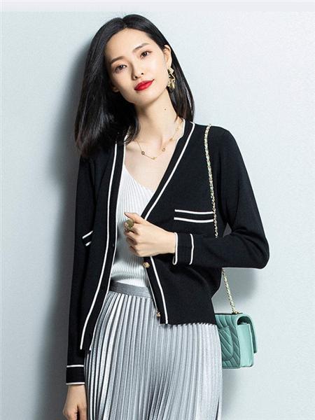 优衣美女装品牌2020秋冬黑色条纹外套