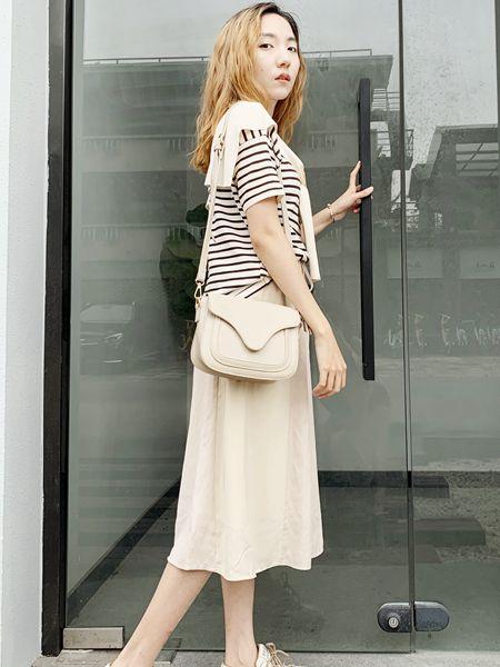 薇薇希女装品牌2020秋冬黑白条纹上衣
