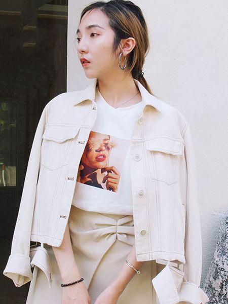薇薇希女装品牌2020秋冬白色短款上衣