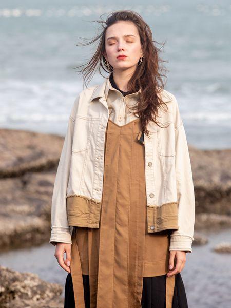 薇薇希女装品牌2020秋冬米色休闲上衣