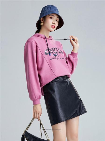 欧炫尔女装品牌彩38平台2020秋冬粉色字母上衣