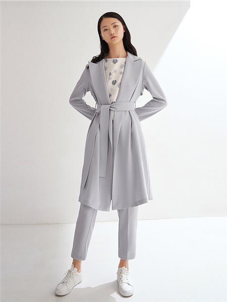 艺之卉|EACHWAY女装品牌2020秋季淡蓝色长款外套