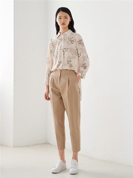 艺之卉|EACHWAY女装品牌2020秋季白色印花上衣