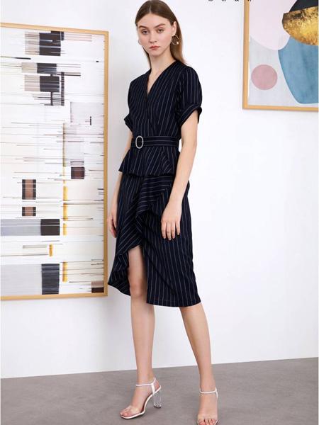 曈日女装品牌2020秋冬黑色条纹连衣裙