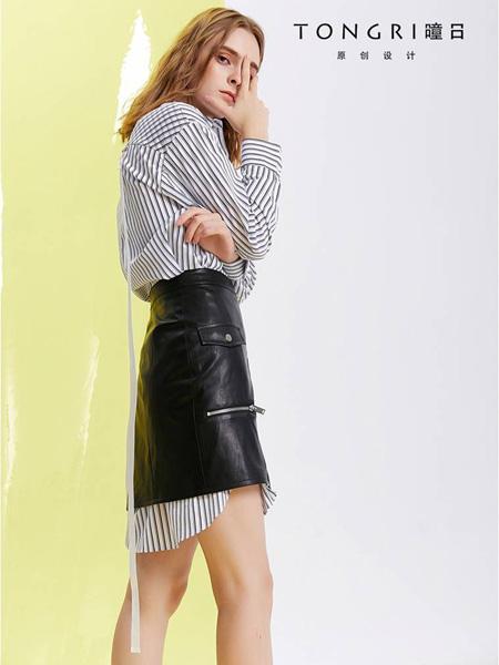 曈日女装品牌2020秋冬黑白条纹套装