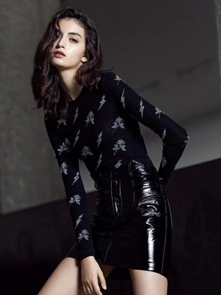 维斯提诺女装品牌2020秋季潮流印花上衣