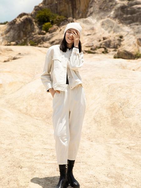 堓上女装品牌2020秋季白色个性外套