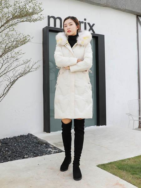古米娜女装品牌2020秋季白色长棉衣