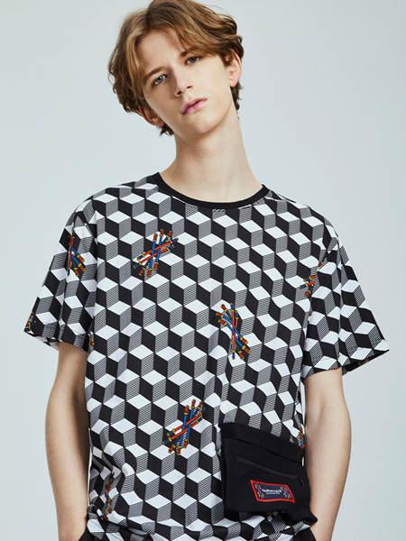 马克华菲男装品牌2020春夏几何格子T恤