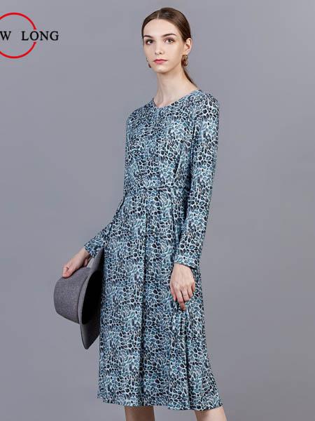 showlong、舒朗、美之藤、高歌女装品牌2020秋冬青色随后连衣裙