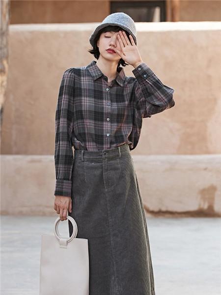 安素尚女装品牌2020秋冬黑色格子立领衬衫