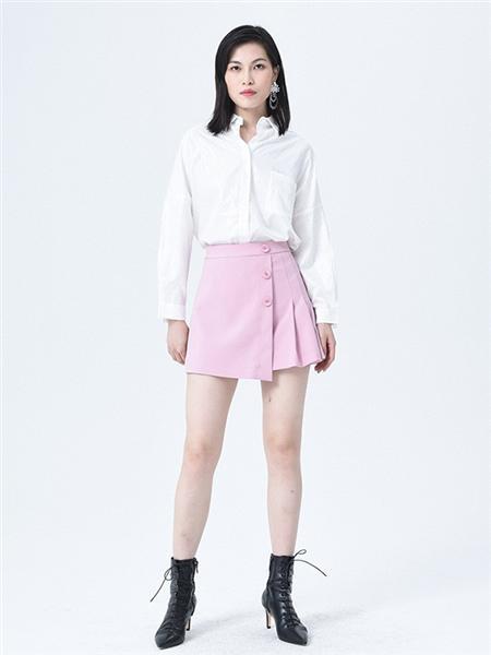 依妙女装品牌2020秋白色淑女衬衫