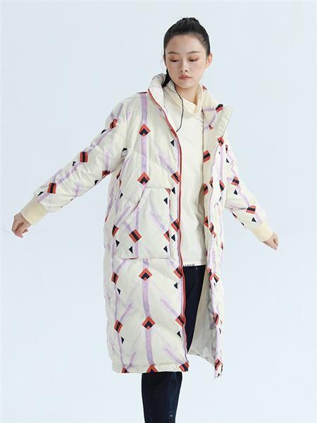 BUKHARA布卡拉女装品牌2020秋冬印花羽绒外套
