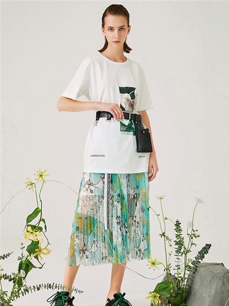 来尔佳昵LARCHY女装品牌2020春夏几何白色T恤