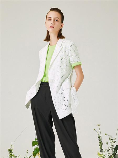 来尔佳昵LARCHY女装品牌2020春夏白色印花外套