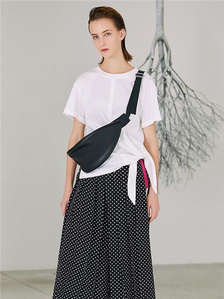 来尔佳昵LARCHY女装品牌2020春夏白色极简T恤