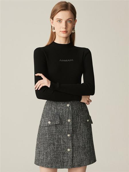 恩曼琳女装品牌2020春夏圆领字母黑色针织衫