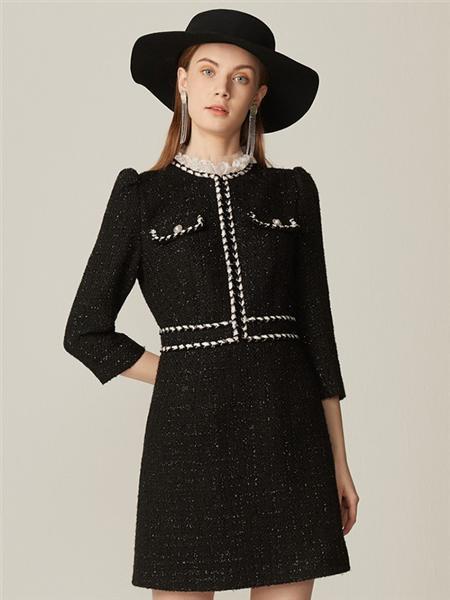 恩曼琳女装品牌2020春夏圆领长袖黑色连衣裙