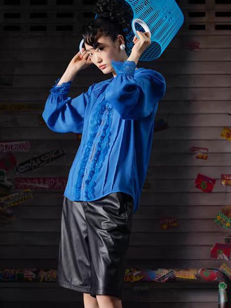 乌丫女装品牌2020秋季蓝色花边中性上衣