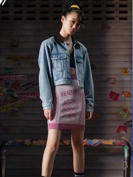 乌丫女装品牌2020秋季蓝色长袖牛仔外套