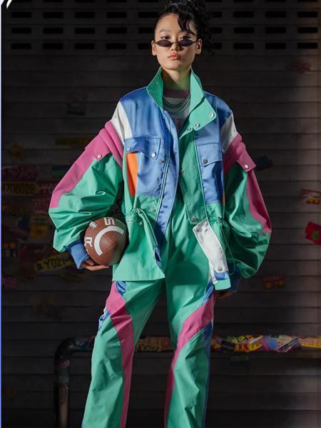 乌丫女装品牌2020秋季多彩拼接创意外套