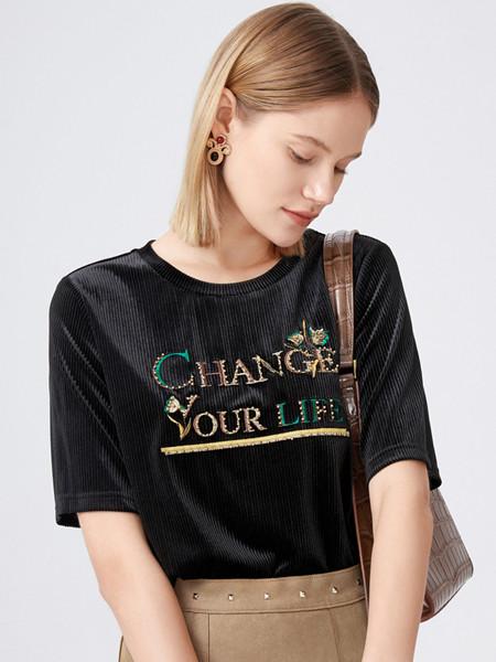 玖姿女装品牌2020秋季字母黑色圆领T恤