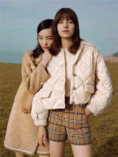 F.SHINE女装品牌2020秋冬白色条纹羽绒服