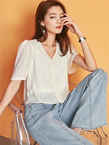 艾森美斯女装品牌2020春夏个性V领白色条纹开衫