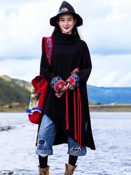素萝女装品牌2020秋季民族风黑色上衣
