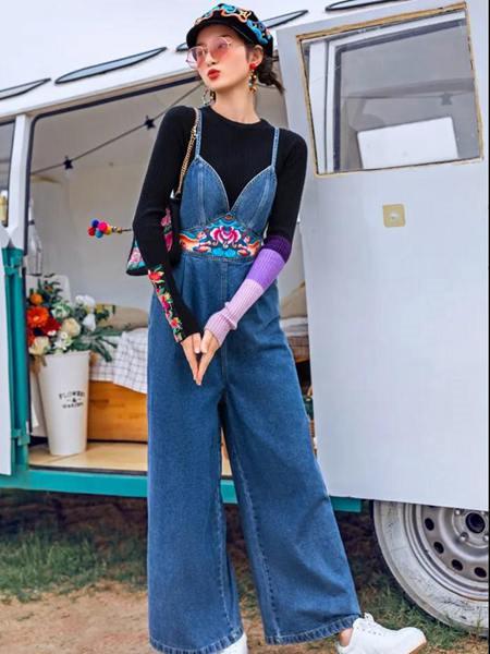 素萝女装品牌2020秋季吊带蓝色牛仔裤