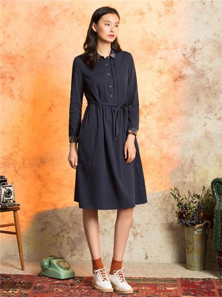 非鱼女装品牌2020秋冬黑色束腰立领连衣裙