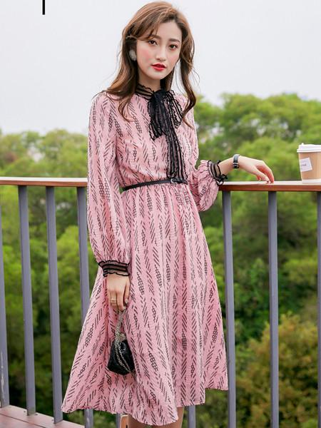 YANG女装品牌2020秋冬慵懒风长袖印花连衣裙