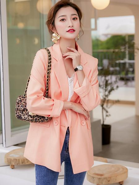 YANG女装品牌2020秋冬截图粉色外套