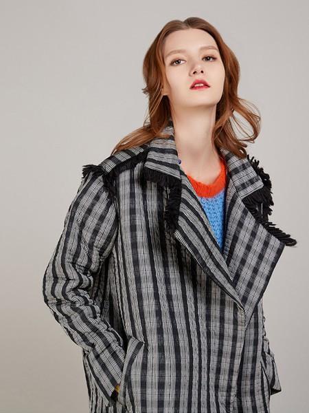 卡榭女装品牌2020秋季格子条纹外套