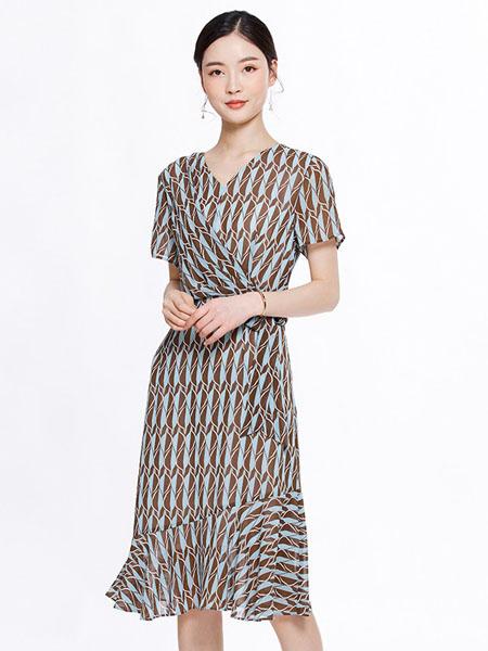 知臣女装品牌2020春夏条纹连衣裙
