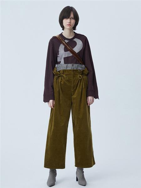 江南布衣女装品牌彩38平台2020秋季圆领褐色字母针织衫