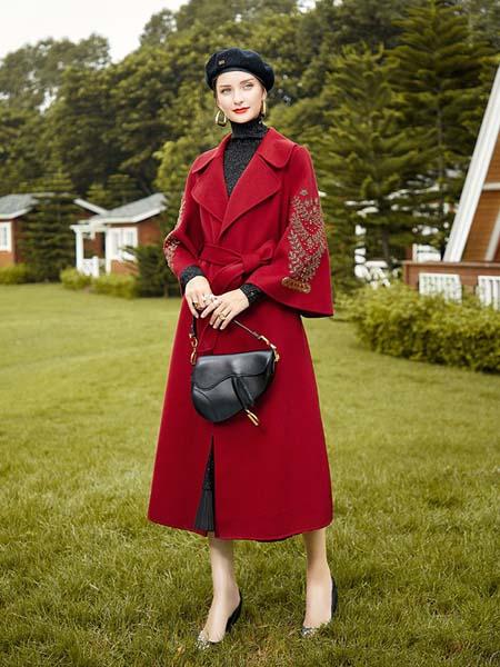 卡米兰女装品牌2020秋冬红色印花袖口大衣
