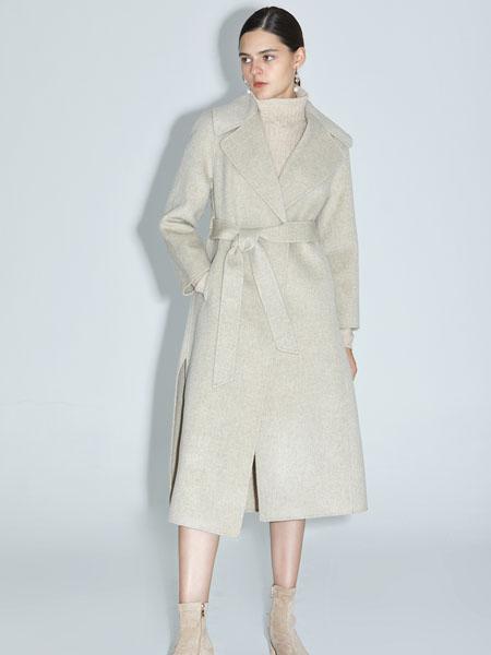 红凯贝尔女装品牌2020秋冬白色长款大衣