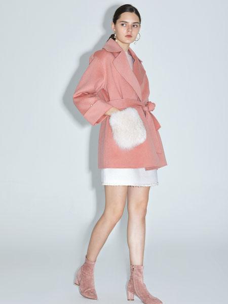 红凯贝尔女装品牌2020秋冬粉色长款大衣