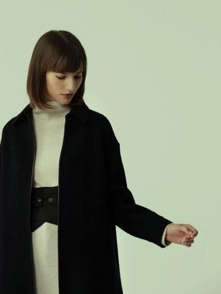 那禾NAHE女装品牌2020秋冬纯黑色大衣