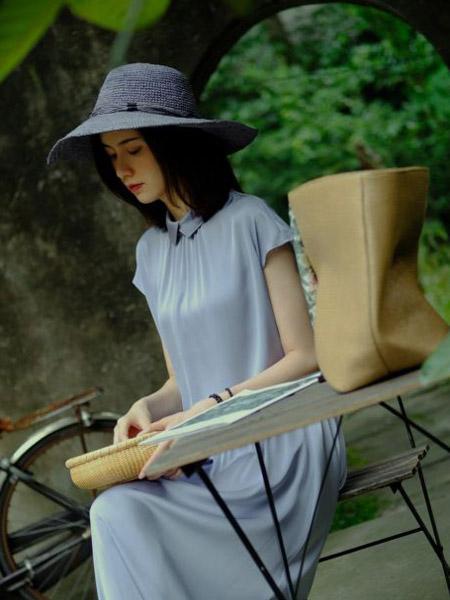 那禾NAHE女装品牌2020春夏轻柔连衣裙