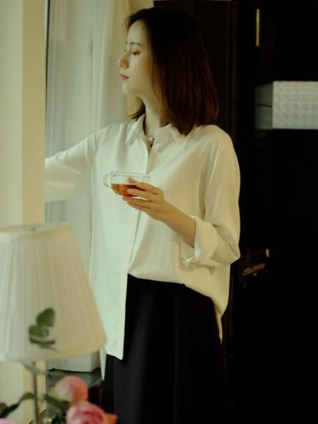 那禾NAHE女装品牌2020春夏白色衬衫