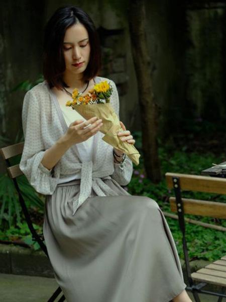 那禾NAHE女装品牌2020春夏斑点上衣