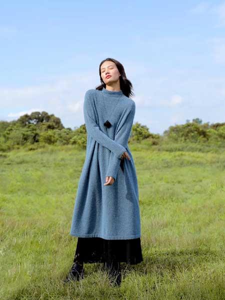 因为女装品牌2020秋冬蓝色长款毛衣
