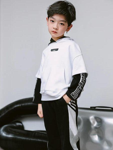 草莓家族童装品牌2020秋冬白色字母假两件上衣