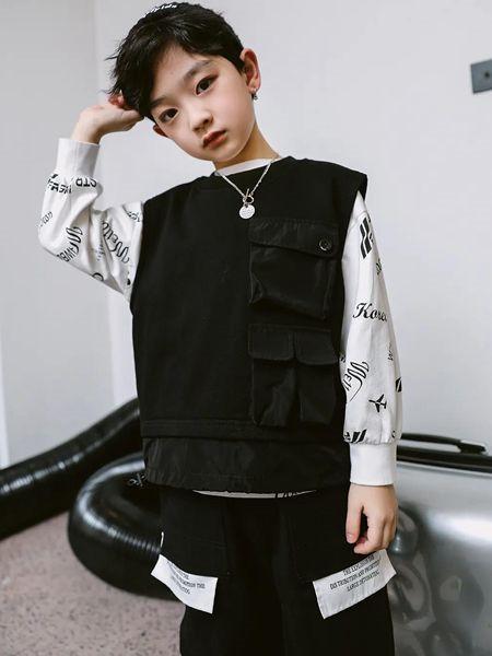 草莓家族童装品牌2020秋冬无袖黑色圆领上衣