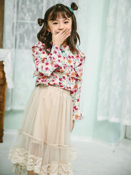 草莓家族童装品牌2020秋冬碎花长袖上衣