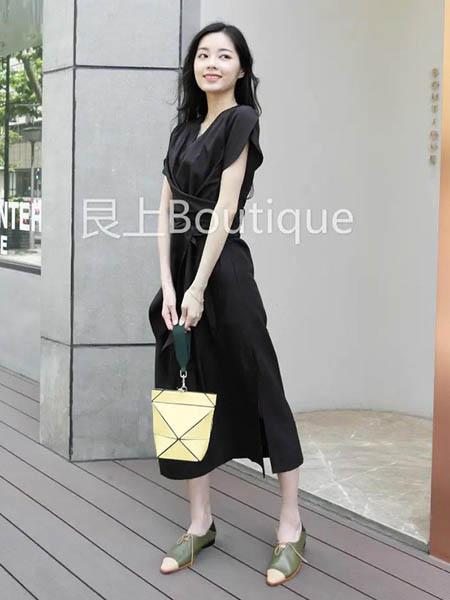 艮上女装品牌2020春夏黑色连衣裙