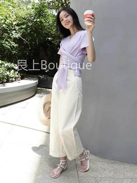 艮上女装品牌2020春夏紫色上衣