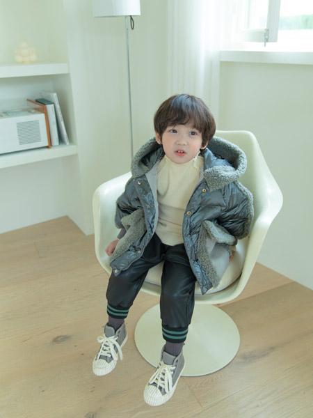 �����童�b品牌2020秋冬棉衣外套